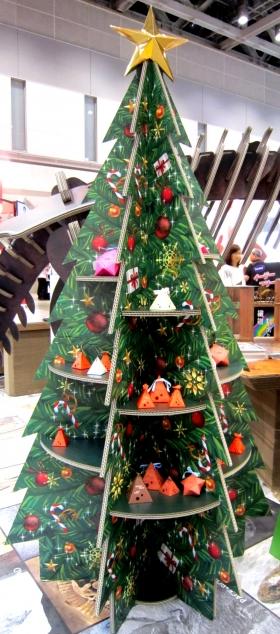 ダンボール製クリスマスツリー棚